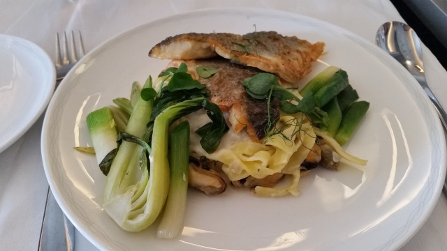 Seared fillet of Welsh seabass with mussel, crab and tagliatelle with a lemon, ginger and parsley sauce. Of course it's a bit difficult to judge pasta after you've had it in Italy (apparently), but still an enjoyable dish. Some parts of the execution could probably have been better.